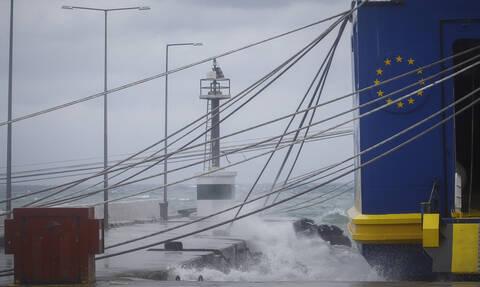 Απαγορευτικό απόπλου: Δεμένα τα πλοία στα λιμάνια - Ποια δρομολόγια δεν πραγματοποιούνται
