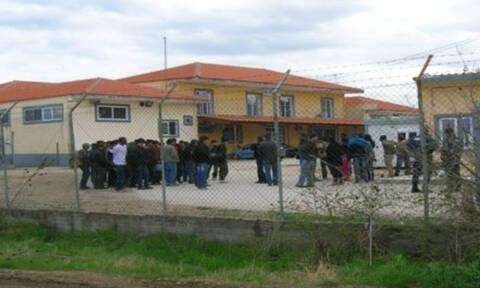 Επεισόδια με πρόσφυγες σε κέντρο υποδοχής στην Ορεστιάδα – Έσπασαν τζάμια και έβαλαν φωτιά