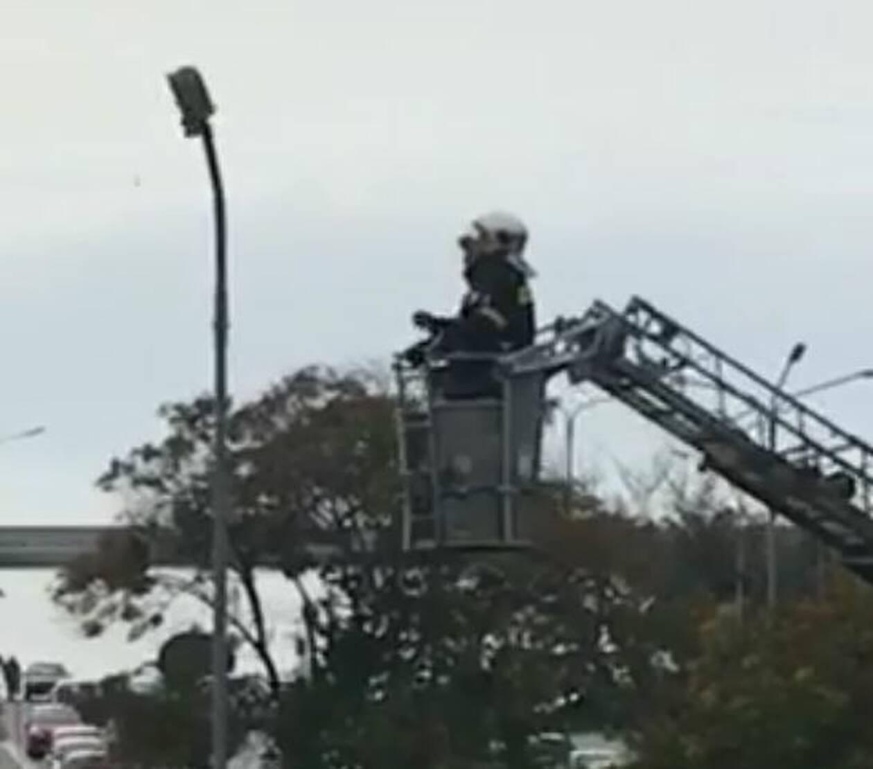Καβάλα: Έμειναν άφωνοι με αυτό που είδαν πάνω στην κολώνα! (pics)