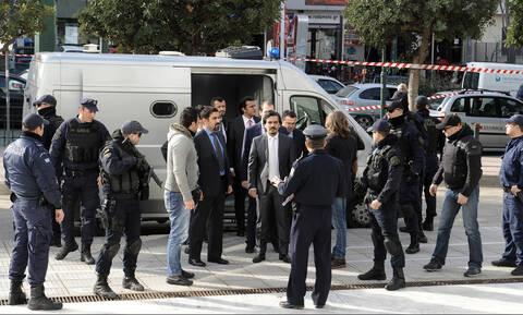 «Φωτιά» στο πολιτικό σκηνικό: Σφυροκοπούν τον Τσίπρα μετά την επικήρυξη των «8»
