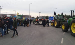 Μπλόκα αγροτών 2019: Οι αγρότες της Θεσσαλίας απέκλεισαν τον κόμβο Πλατυκάμπου (pics)