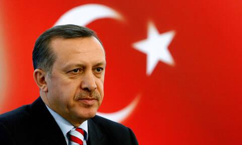Απίστευτο! Ο Ερντογάν θέλει να πάει στο διάστημα γιατί η τουρκική σημαία έχει τη Σελήνη κι ένα άστρο