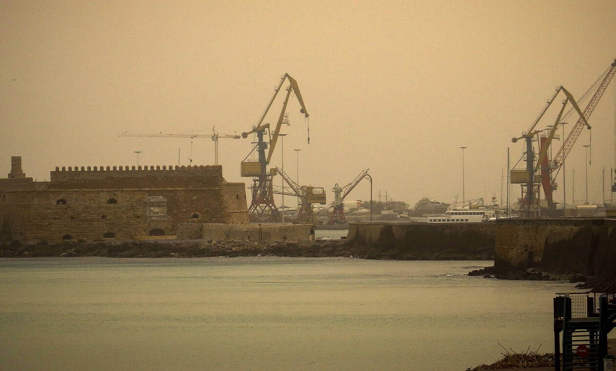 Κρήτη: Η αφρικανική σκόνη «σκέπασε» το Ηράκλειο (pics)