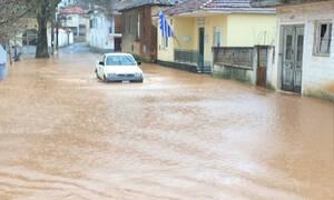 Κακοκαιρία: «Λίμνη» το Ζευγολατιό – Πλημμύρισαν σπίτια (pics & video)