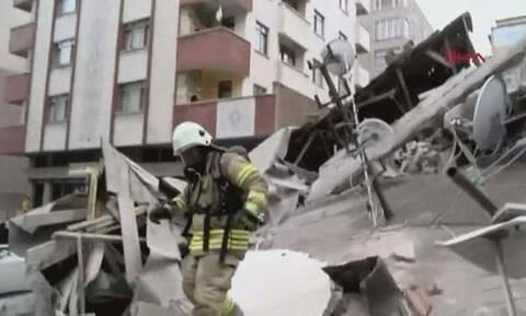 Συναγερμός στην Κωνσταντινούπολη: Κατέρρευσε οκταώροφη πολυκατοικία - Τουλάχιστον ένας νεκρός (pics)
