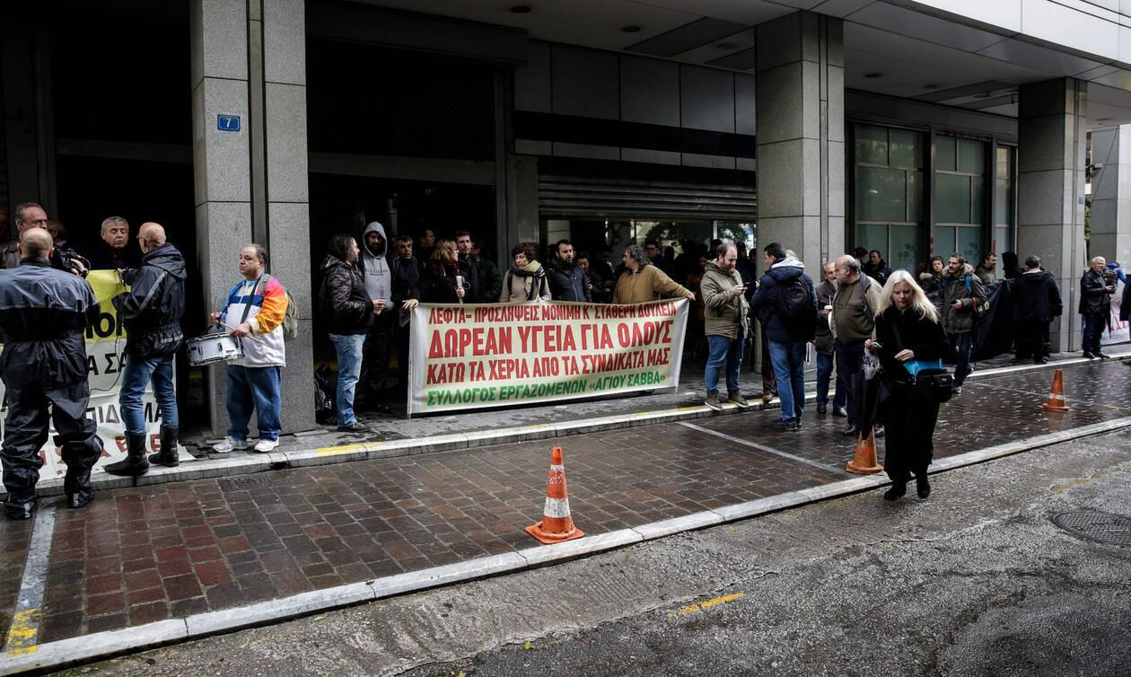 Ένταση στο υπουργείο Οικονομικών – Διαδηλωτές επιχείρησαν να εισβάλουν στο κτήριο