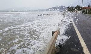 Κακοκαιρία: Βγήκε η θάλασσα στο δρόμο στην Αργολίδα (pics&vid)