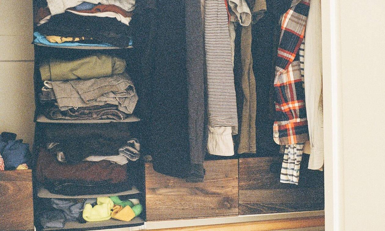 Νόμιζε ότι υπήρχε φάντασμα στη ντουλάπα της - Η πραγματικότητα την έκανε να τρέμει (pics)