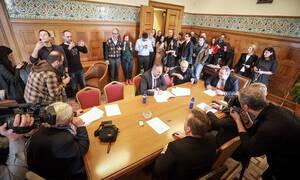 «Κηδεία» για τους ΑΝΕΛ στη Βουλή: Ούτε καλημέρα δεν αντάλλαξαν - «Δεν θα αργήσουμε» είπε ο Καμμένος