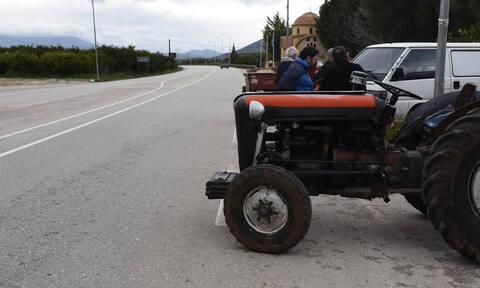 Αμετακίνητοι στα μπλόκα αγρότες και κτηνοτρόφοι της Κεντρικής Μακεδονίας