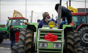 Αγρότες της Αιγιάλειας απέκλεισαν το ρεύμα κυκλοφορίας προς Αθήνα στην Αθηνών - Πατρών