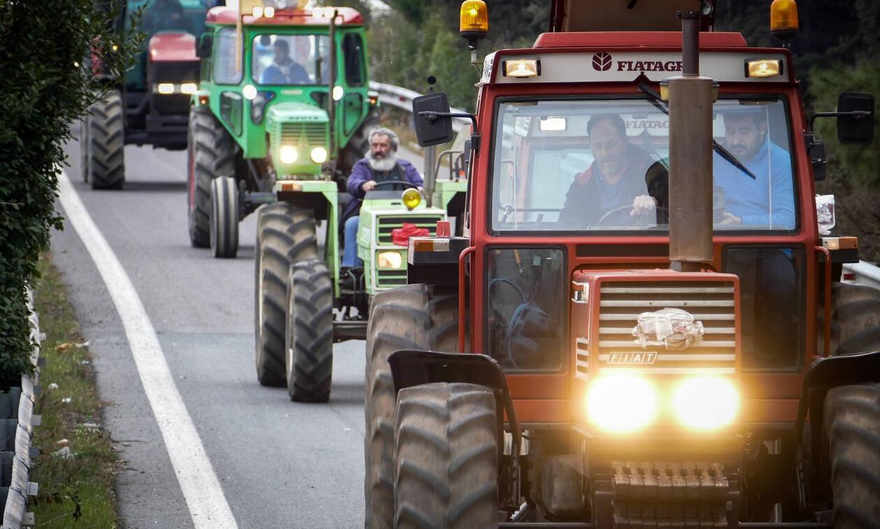Μπλόκα αγροτών: Τα τρακτέρ «τεμαχίζουν» τη χώρα - Κλείνουν και οι σήραγγες των Τεμπών
