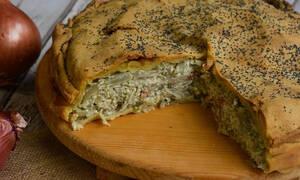 Η συνταγή της ημέρας: Κρεμμυδόπιτα με τυρί και μπέικον