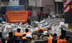 Κωνσταντινούπολη: 16χρονος ανασύρθηκε ζωντανός από τα χαλάσματα 48 ώρες μετά την τραγωδία (pics)