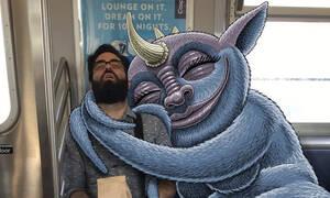 Μήπως αισθάνεσαι την παρουσία τεράτων δίπλα σου στο μετρό; Δες τι αποκαλύπτει αυτός ο σκιτσογράφος