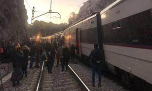 Τραγωδία στην Ισπανία: Φονική σύγκρουση τρένων στην Καταλονία (Pics)
