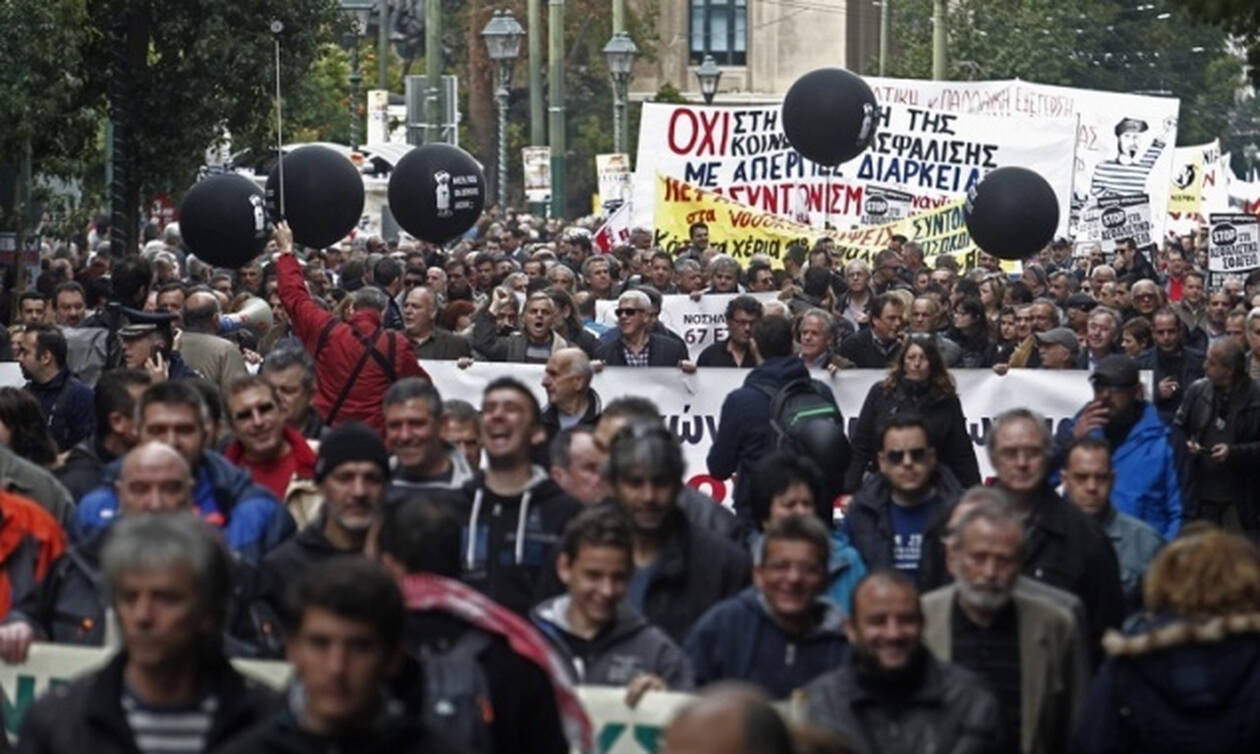 Social insurance staff rally, strike on February 12