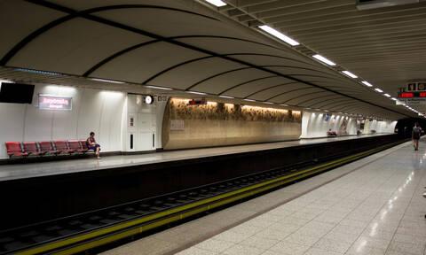 Το «κόλπο» που έχουν σκαρφιστεί για να μην πληρώνουν εισιτήριο στο Μετρό (pics)