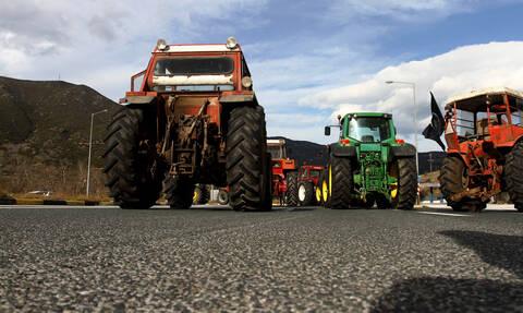 Μπλόκα αγροτών: Έκλεισαν τα Τέμπη - Προειδοποιούν ότι θα κατέβουν στην Αθήνα