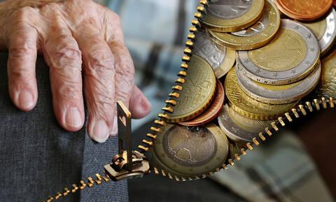 Αναδρομικά Δημοσίου: Δείτε ποιοι και πώς θα πάρουν πίσω τα «κομμένα» δώρα