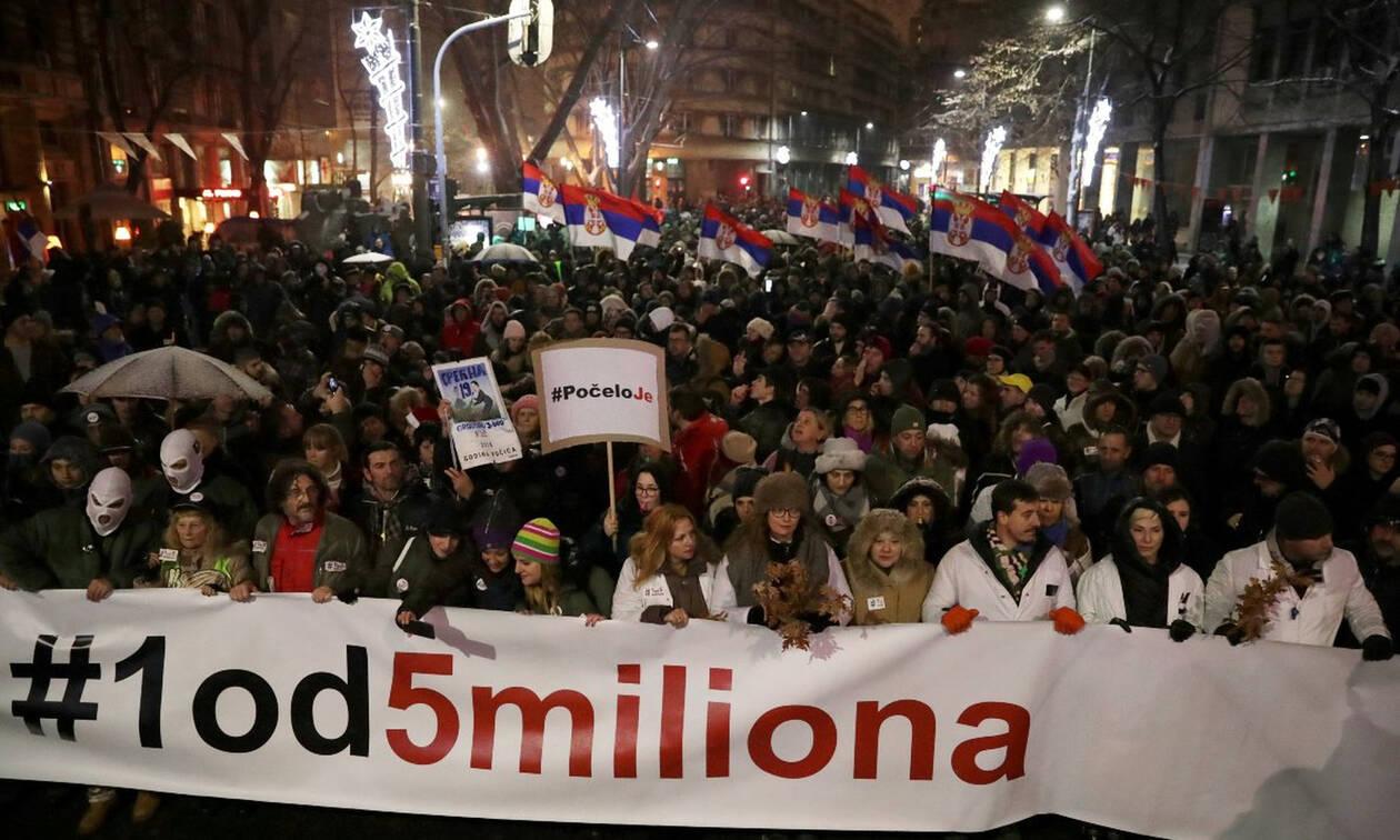 Βελιγράδι: Στους δρόμους για δέκατη εβδομάδα χιλιάδες Σέρβοι κατά του Βούτσιτς