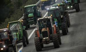 «Ζεσταίνουν» τα τρακτέρ για κάθοδο στην Αθήνα οι αγρότες: Αναμένουν πρόσκληση για διάλογο