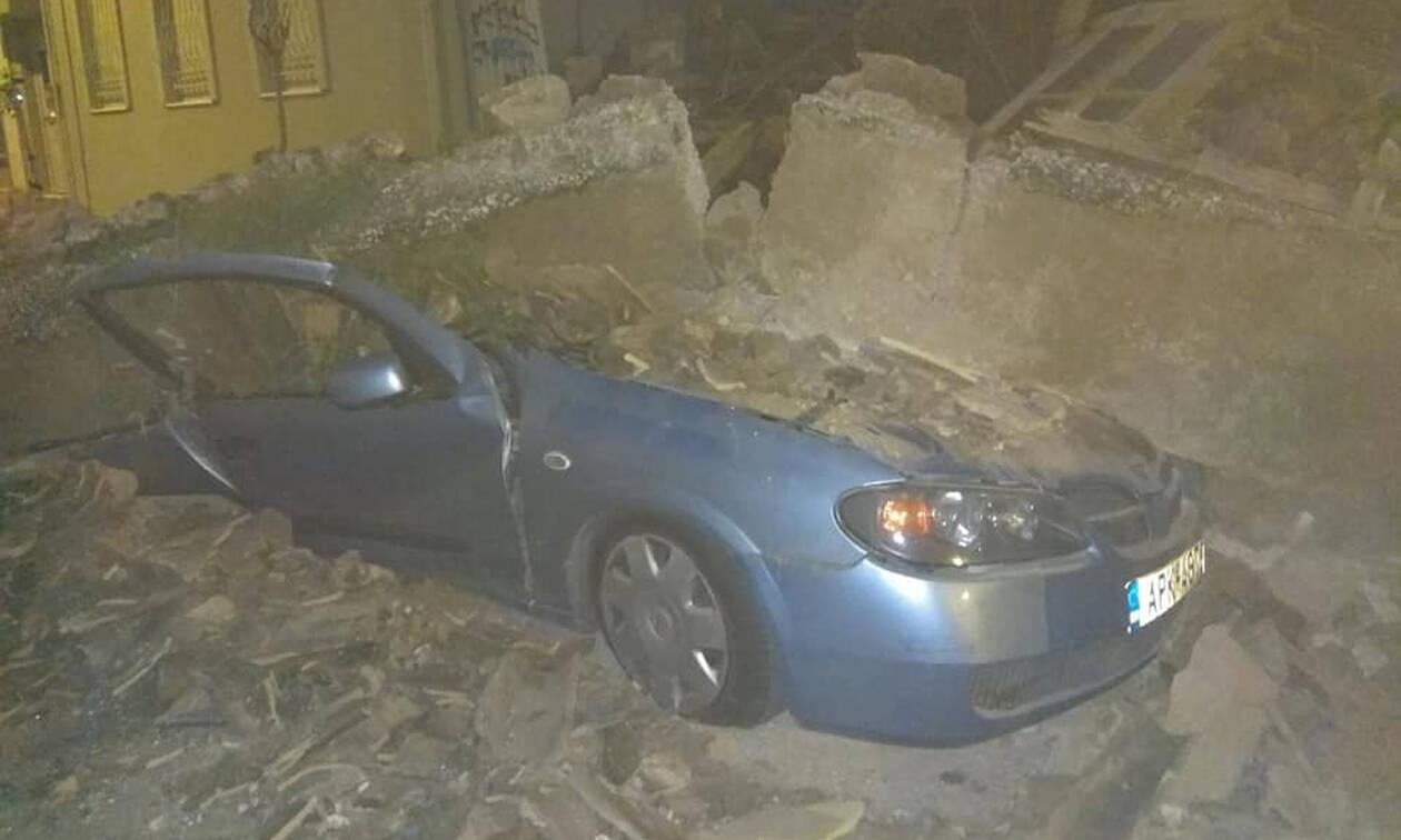 Συναγερμός στο Γκάζι: Κατέρρευσε σπίτι - Καταπλακώθηκαν αυτοκίνητα (pics)