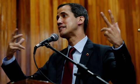 Βενεζουέλα: Συνταγματάρχης δηλώνει «στην υπηρεσία» του Γκουαϊδό