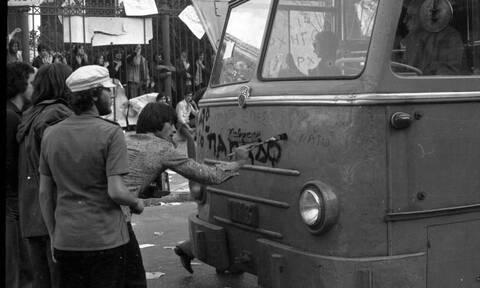 Από το Πολυτεχνείο και τα τανκς έως τον Πελέ και τους Beatles: Ο Έλληνας που φωτογράφησε την Ιστορία