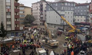 Κωνσταντινούπολη: Αυξήθηκε ο αριθμός των θυμάτων από την κατάρρευση της πολυκατοικίας (pics)