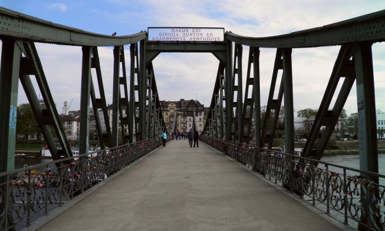 172092f3fcef Η γέφυρα της Φρανκφούρτης που «μιλάει» αρχαία ελληνικά (photos ...