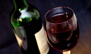 Τουλάχιστον 104 νεκροί από κατανάλωση νοθευμένου αλκοόλ στην Ινδία