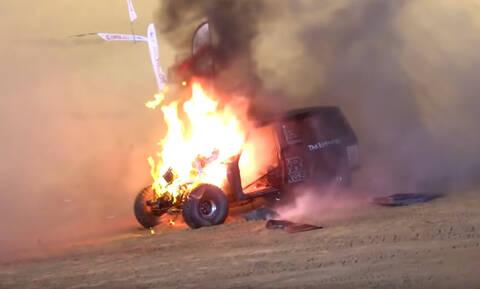 Μόνο στα Εμιράτα: Αγώνες dragster σε ανηφορικό αμμόλοφο! (video)