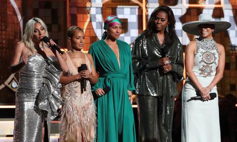 Βραβεία Grammy - Μισέλ Ομπάμα: Η καλεσμένη που έκανε την έκπληξη στη σκηνή (vid)