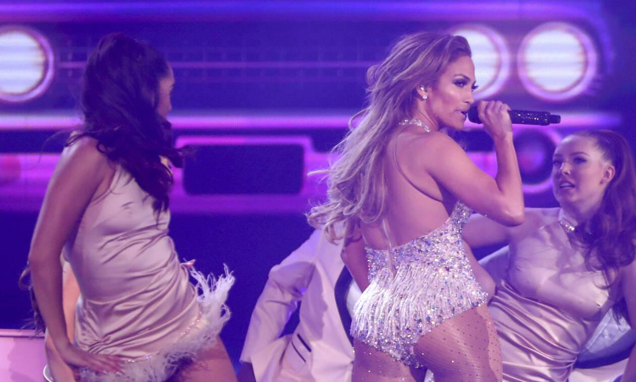 Λίγο πριν τα 50, η Jennifer Lopez είναι πιο αδύνατη από ποτέ και μας το έδειξε στα Grammys!