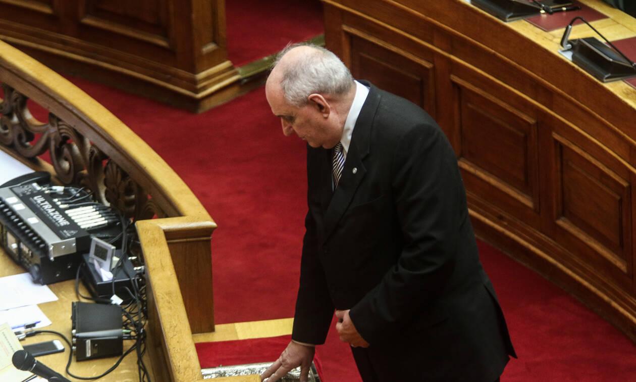 Άγριο επεισόδιο Κουίκ με Καμμένο στη Βουλή: «Ντροπή σου, έγινες ΣΥΡΙΖΑΙΟΣ στα γεράματα»