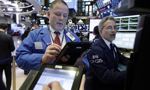 Μικτά πρόσημα στη Wall Street - Σε χαμηλό δύο εβδομάδων η τιμή του πετρελαίου
