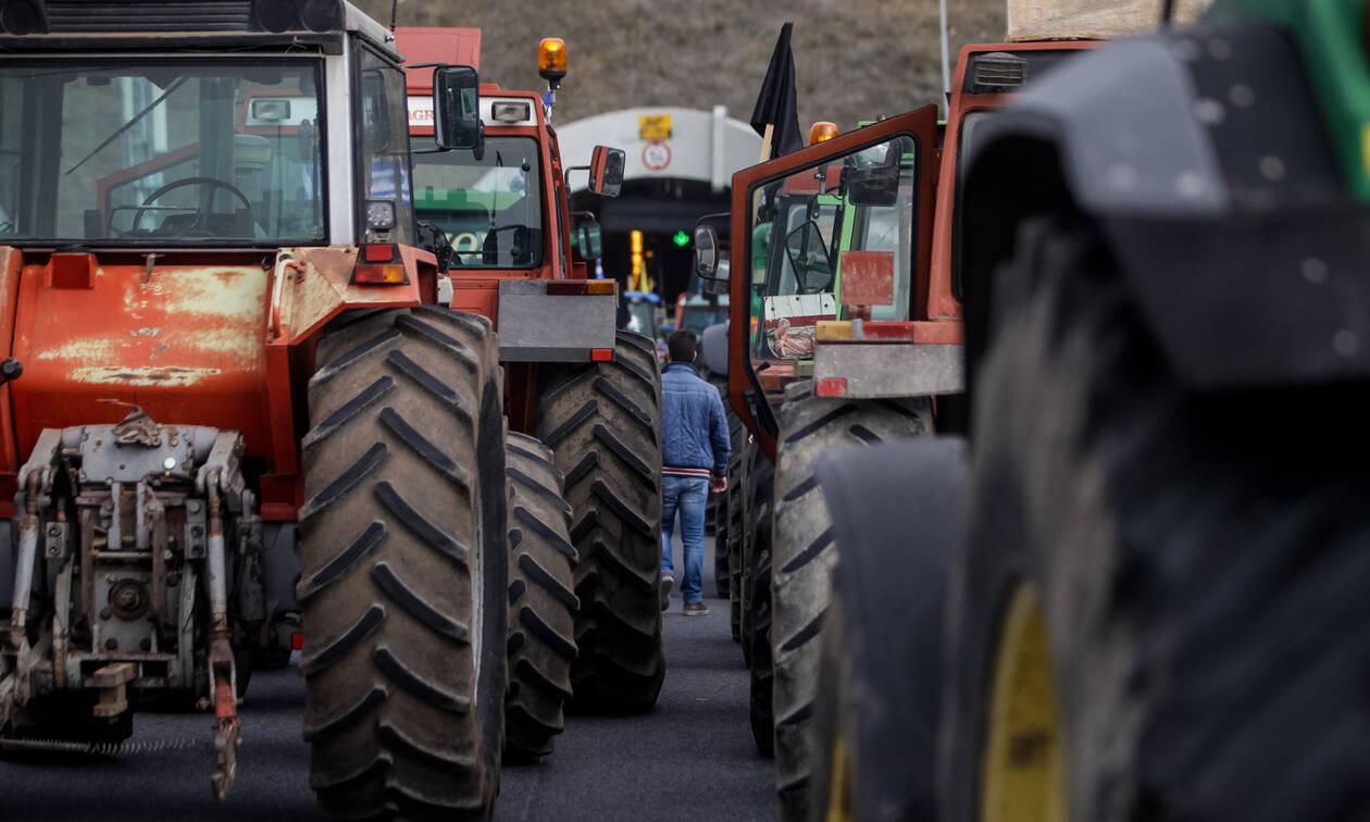 Κινητοποιήσεις αγροτών: Κλείνουν τον κόμβο Πλατύκαμπου - Αποφασίζουν για κλιμάκωση