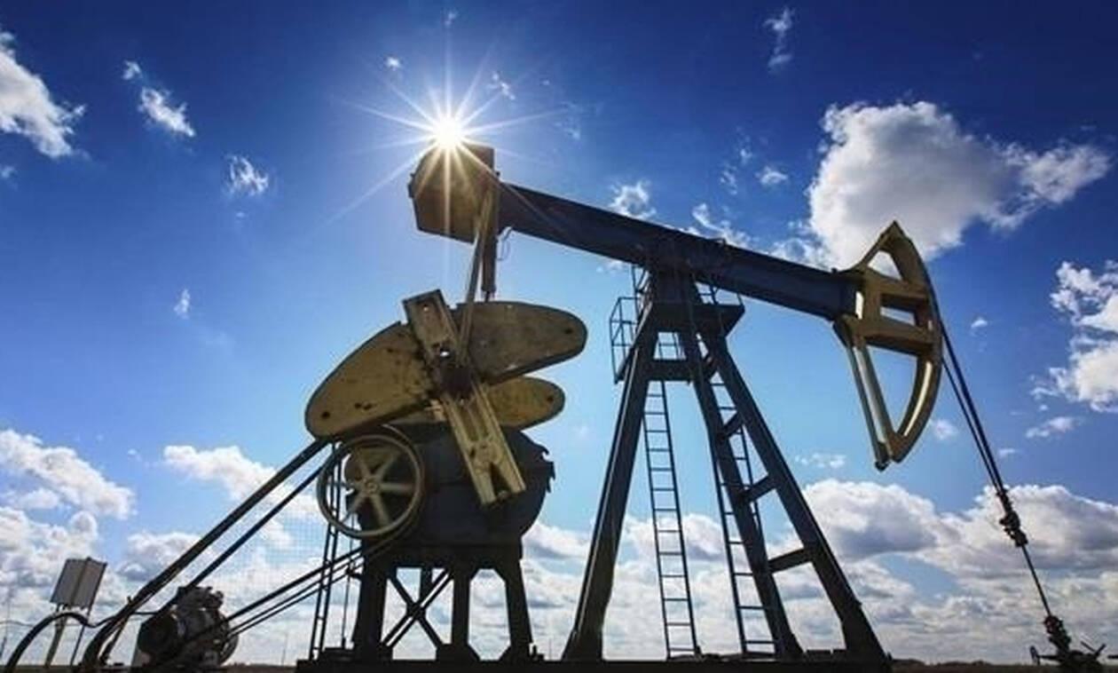 Нефть Brent подорожала до $62 за баррель после падения до минимума за две недели
