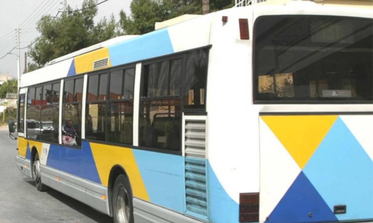 Το είδαμε και αυτό: Μπήκε με το μηχανάκι του σε λεωφορείο του ΟΑΣΑ (video)