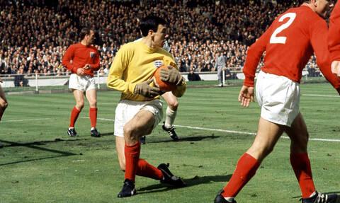 Gordon Banks: World Cup winning goalkeeper dies aged 81