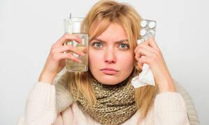 Κρυολόγημα / γρίπη: Τα συμπτώματα που επιβάλλουν την παραμονή στο σπίτι