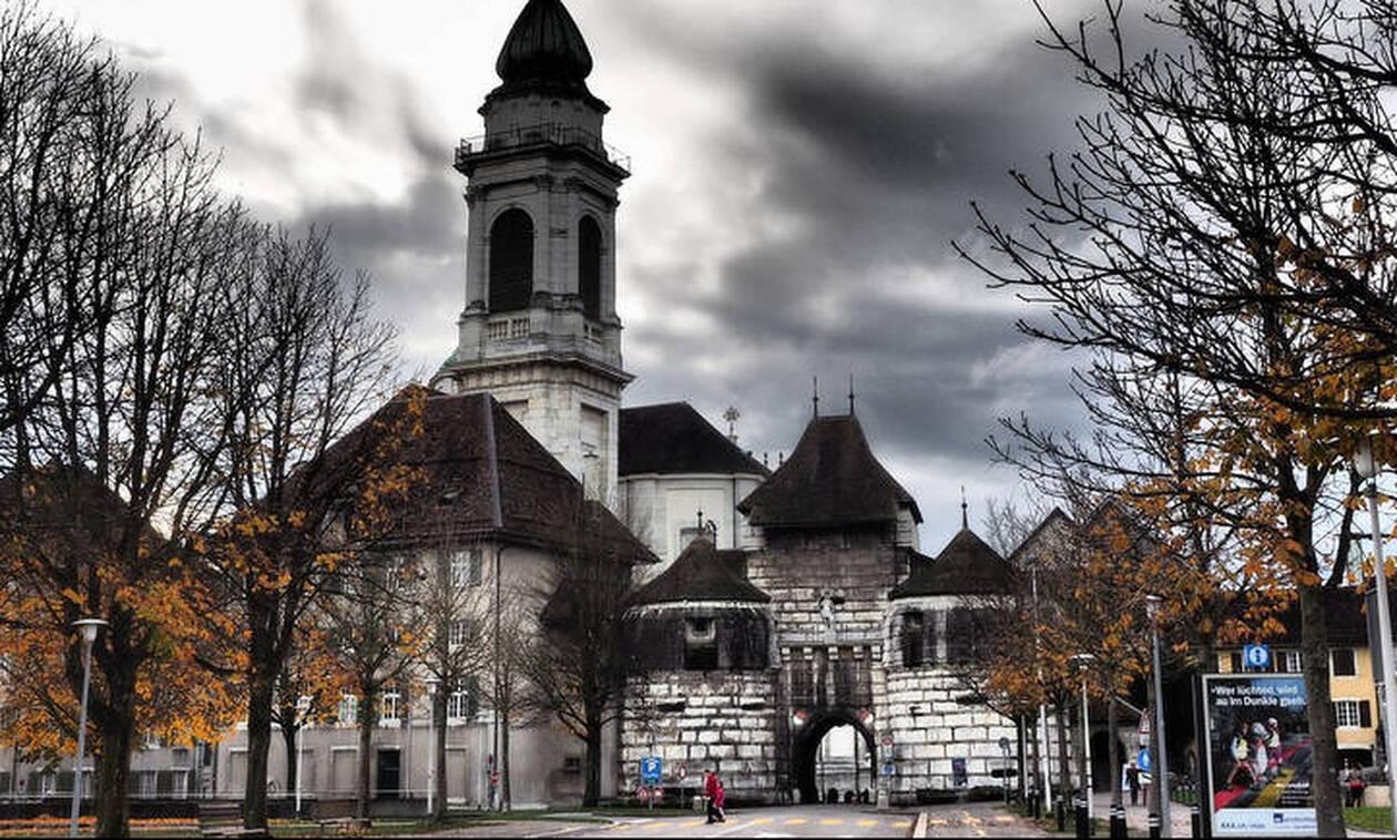 Η πόλη της Ελβετίας που έχει εμμονή με τον αριθμό 11
