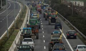 Μπλόκα αγροτών: Οι αγρότες του μπλόκου Νίκαιας απέκλεισαν τον κόμβο του Πλατύκαμπου
