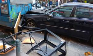 ΒΙΝΤΕΟ ΣΟΚ: Η στιγμή που IX παρασέρνει πεζούς στο κέντρο της Θεσσαλονίκης