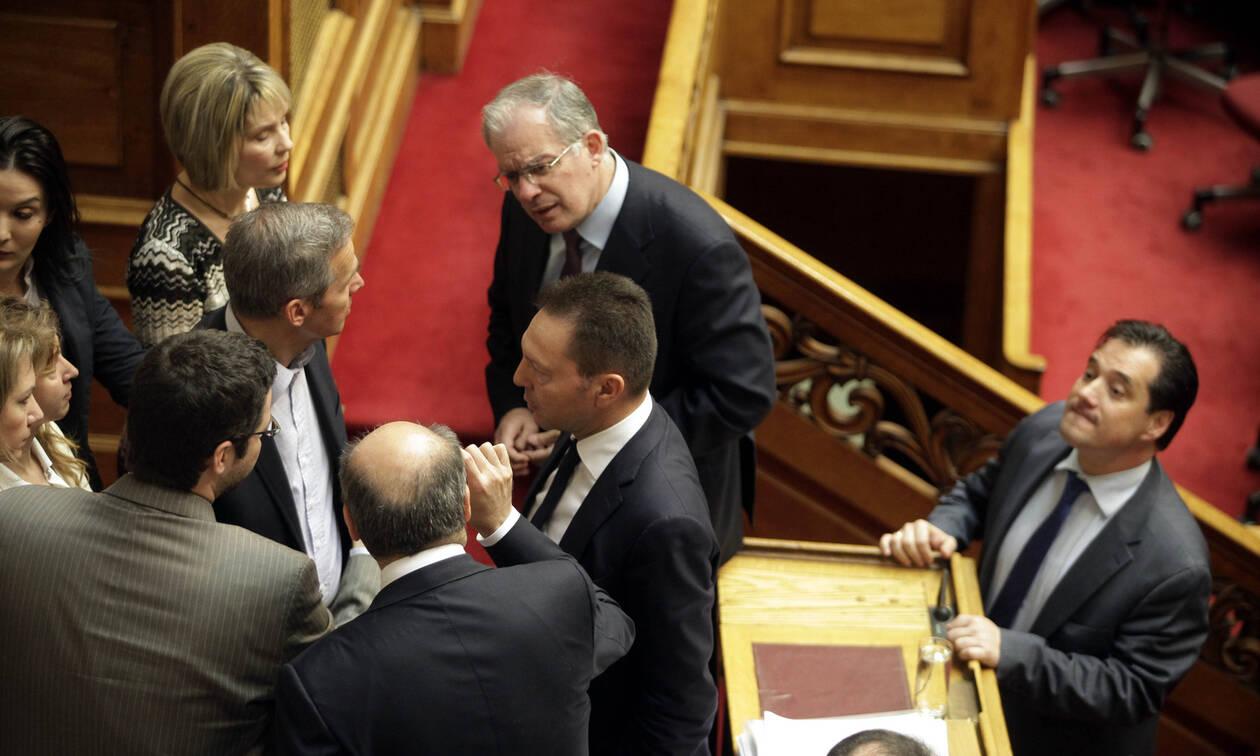 Συνταγματική αναθεώρηση: «Πόλεμος» Παπακώστα – Γεωργιάδη για την ευθύνη υπουργών