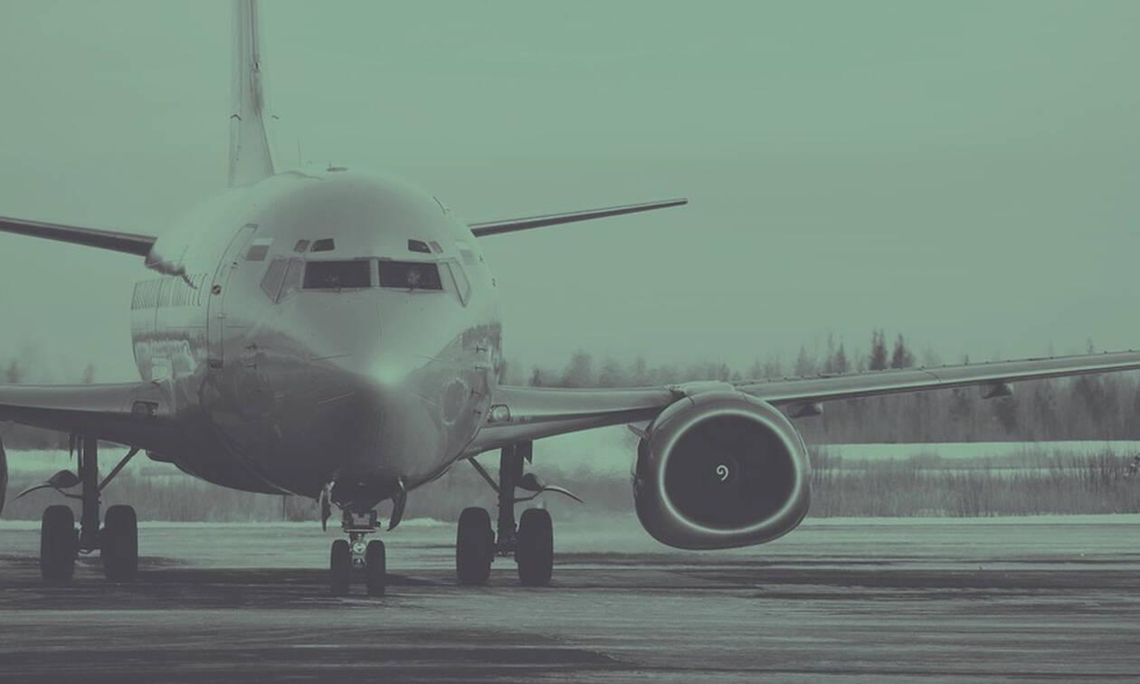 Πανικός: Ανέβαιναν στο αεροπλάνο όταν συνέβη ΑΥΤΟ και βρέθηκαν στο κενό (pics)