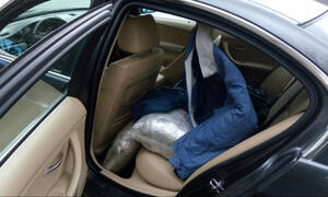 Ιωάννινα: 48χρονος οπλοφορούσε και μετέφερε 77 κιλά κάνναβης με αυτοκίνητο! (pics)