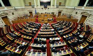 Συνταγματική αναθεώρηση: Τα... fake news άναψαν «φωτιές» - «Πόλεμος» ανακοινώσεων κυβέρνησης - ΝΔ