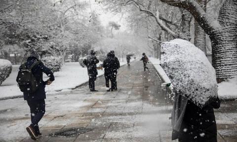 Έκτακτο δελτίο ΕΜΥ: Η «Χιόνη» θα σαρώσει τη χώρα - Ραγδαία πτώση της θερμοκρασίας και πολλά χιόνια